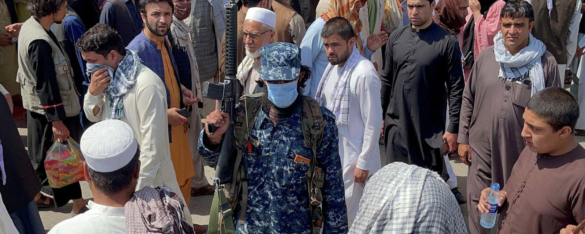 Un miembro de las fuerzas de seguridad talibanes hace la guardia en Kabul, Afganistán, 4 de septiembre de 2021 - Sputnik Mundo, 1920, 21.09.2021