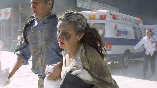 Люди убегают во время теракта в Нью-Йорке  - Sputnik Mundo