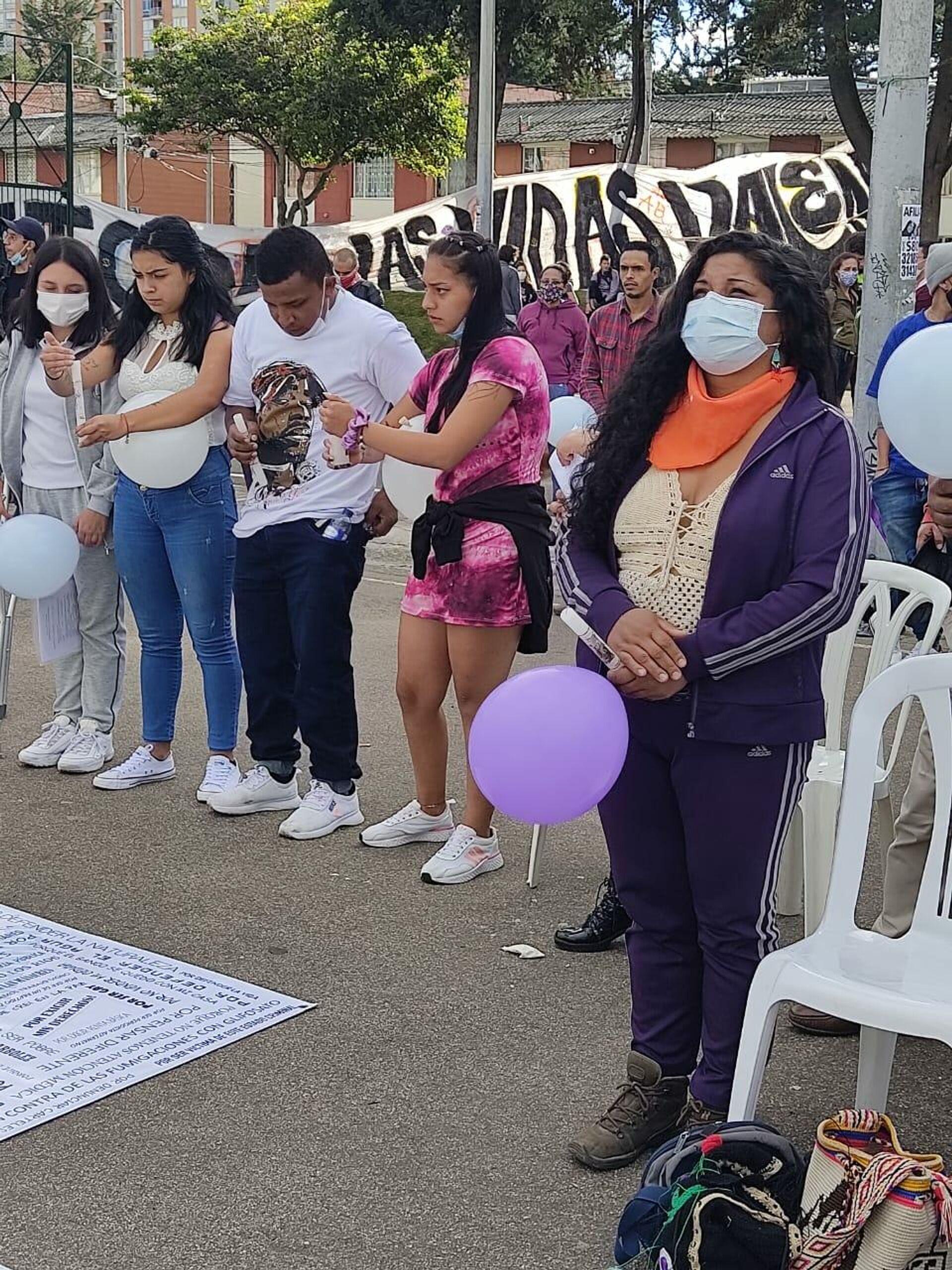 Familiares de las víctimas que murieron en medio de protestas contra la policía hace un año, les hicieron un homenaje este jueves en la zona del Verbenal, norte de Bogotá, epicentro de las manifestaciones - Sputnik Mundo, 1920, 10.09.2021
