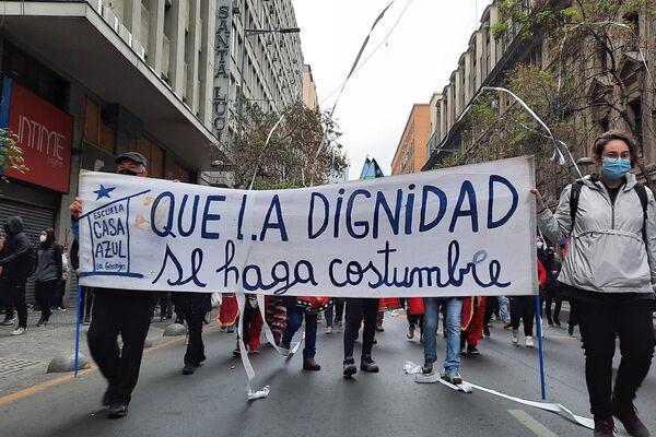 Pancarta con frase insigne de la revuelta social de octubre de 2019 en Chile - Sputnik Mundo