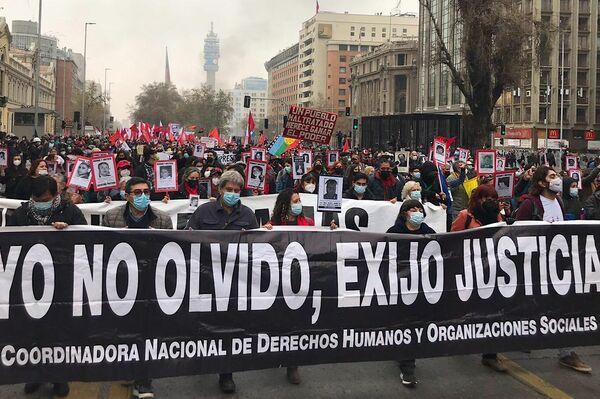 Marcha para recordar a las víctimas de la dictadura en Chile, a 48 años del golpe de Estado - Sputnik Mundo