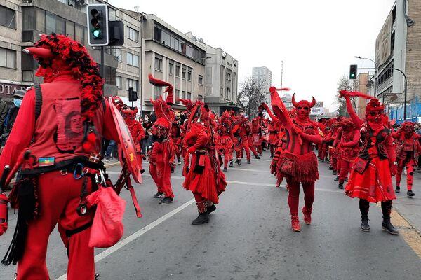 El colectivo Diablos Rojos hace un homenaje a Víctor Jara - Sputnik Mundo