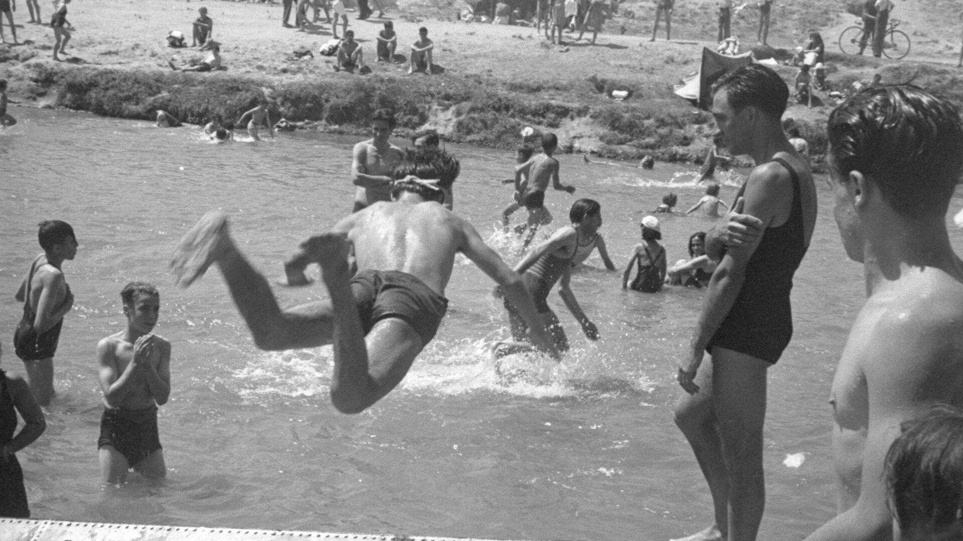 Baño en el río Manzanares de Madrid, en 1940 - Sputnik Mundo, 1920, 19.09.2021