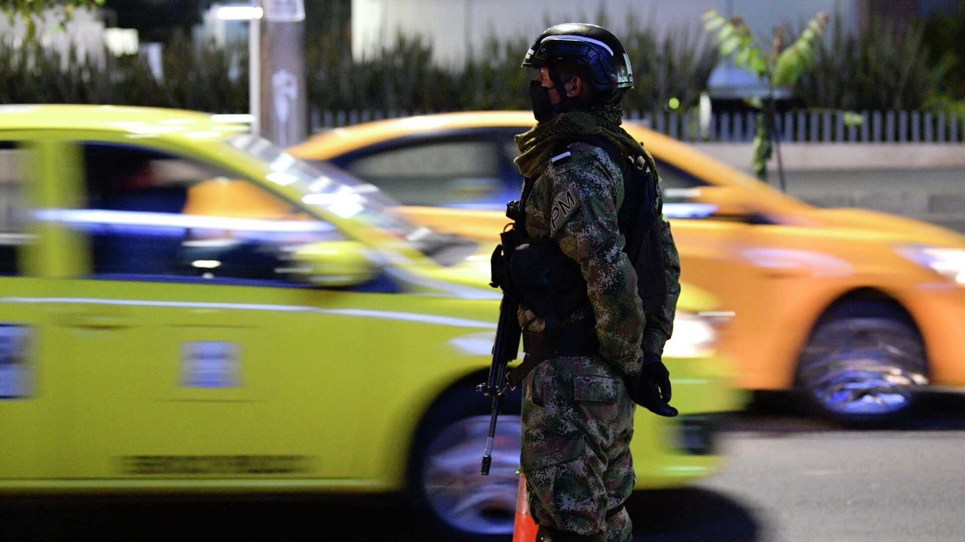 Policía militar en Bogotá, Colombia - Sputnik Mundo, 1920, 21.09.2021
