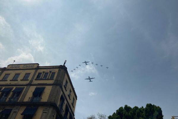 Según información de la Secretaría de Defensa, 99 aviones participaron de la demostración aérea - Sputnik Mundo