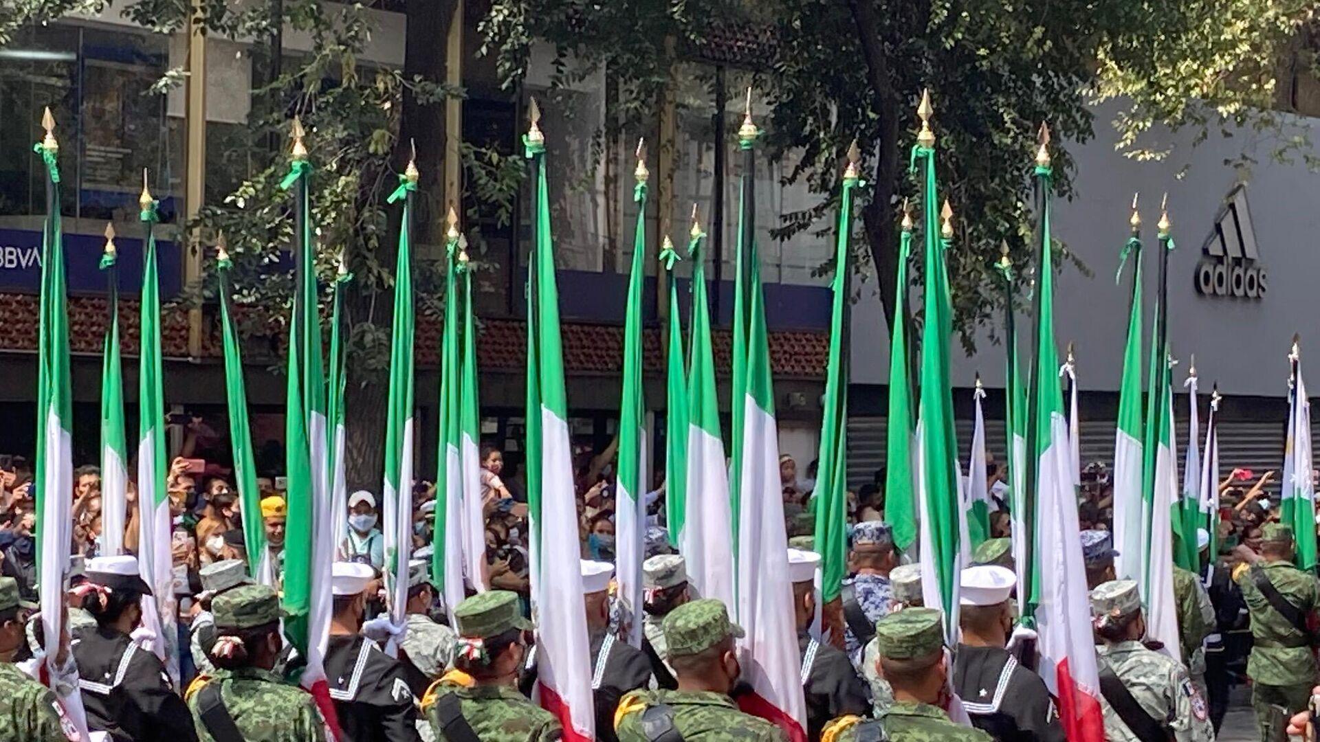 El desfile militar en la Ciudad de México para conmemorar los 211 años de vida independiente de México - Sputnik Mundo, 1920, 17.09.2021