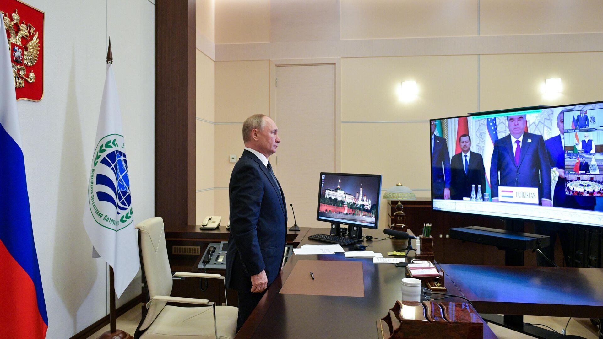 Vladímir Putin durante la cumbre de la Organización de Cooperación de Shanghái (OCS) - Sputnik Mundo, 1920, 17.09.2021