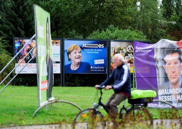 De todos modos, en las recientes condiciones de inestabilidad, relacionada con la pandemia y la crisis migratoria, Angela Merkel sigue siendo la política más popular. Según datos del Instituto Alemán de Estudios Sociales Forsa, el índice del apoyo al canciller es del 65%. - Sputnik Mundo