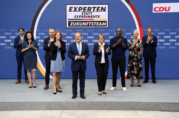Armin Laschet presenta su equipo del futuro en la sede electoral en Berlín, Alemania. - Sputnik Mundo