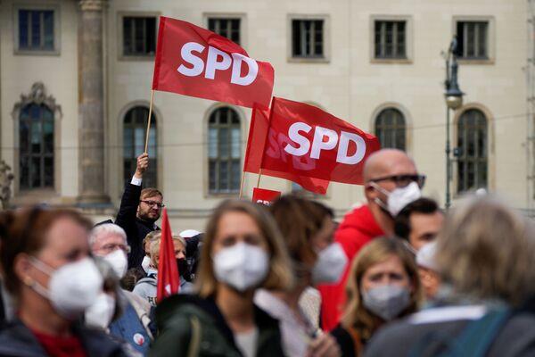 Partidarios del Partido Socialdemócrata de Alemania (SPD) durante la manifestación electoral en Berlín, Alemania. - Sputnik Mundo