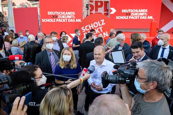 La campaña electoral de Olaf Scholz se basa en eslóganes simples: promete construir casas para lograr una disminución de los precios de la vivienda, subir el salario mínimo y convertir Alemania en un gran exportador de energía verde. - Sputnik Mundo