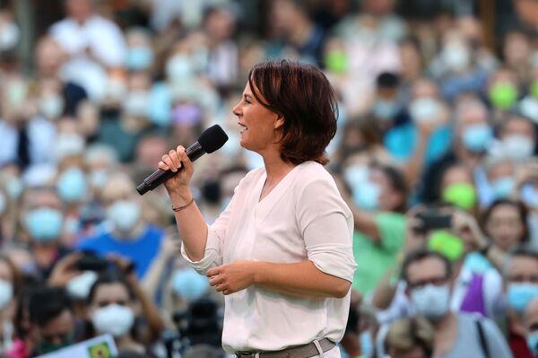 La candidata al cargo de canciller de Alemania del partido Die Grünen, Annalena Baerbock, habla ante sus partidarios en Fráncfort, Alemania. - Sputnik Mundo
