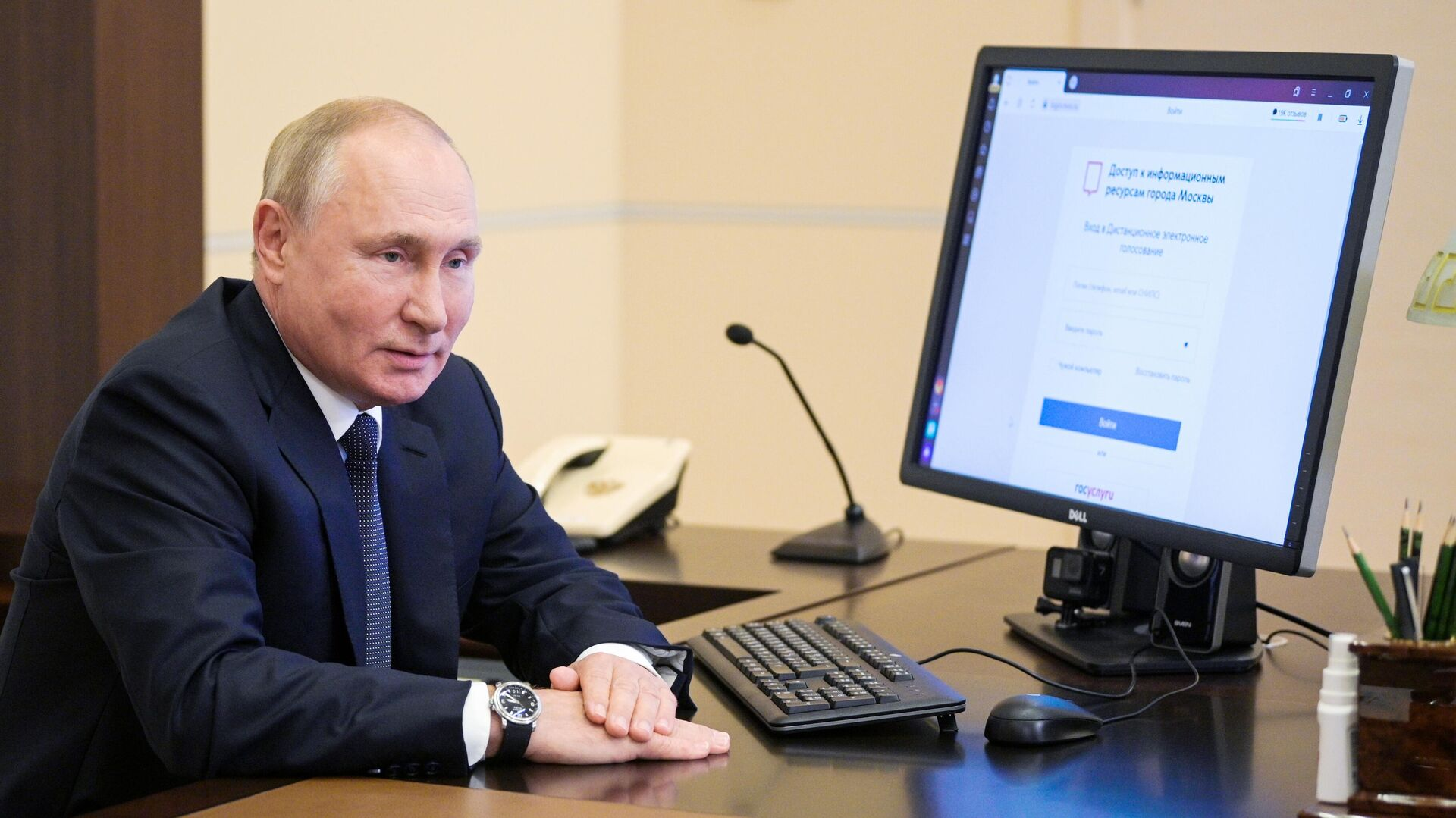 Putin vota de manera electrónica en las parlamentarias rusas - Sputnik Mundo, 1920, 17.09.2021