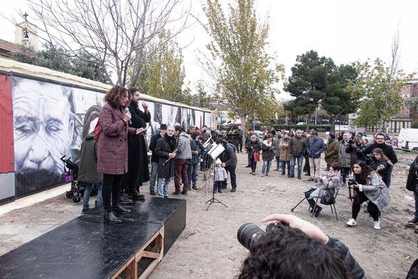 Inauguración de los murales en 2018 en la Plaza del Fotógrafo Robert Capa, en el barrio de Vallecas (Madrid) - Sputnik Mundo