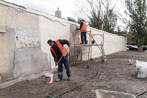Preparación de los murales en 2018 en la Plaza del Fotógrafo Robert Capa, en el barrio de Vallecas (Madrid) - Sputnik Mundo