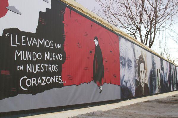 Uno de los murales de la Plaza del Fotógrafo Robert Capa, en el barrio de Vallecas (Madrid), recién pintado - Sputnik Mundo