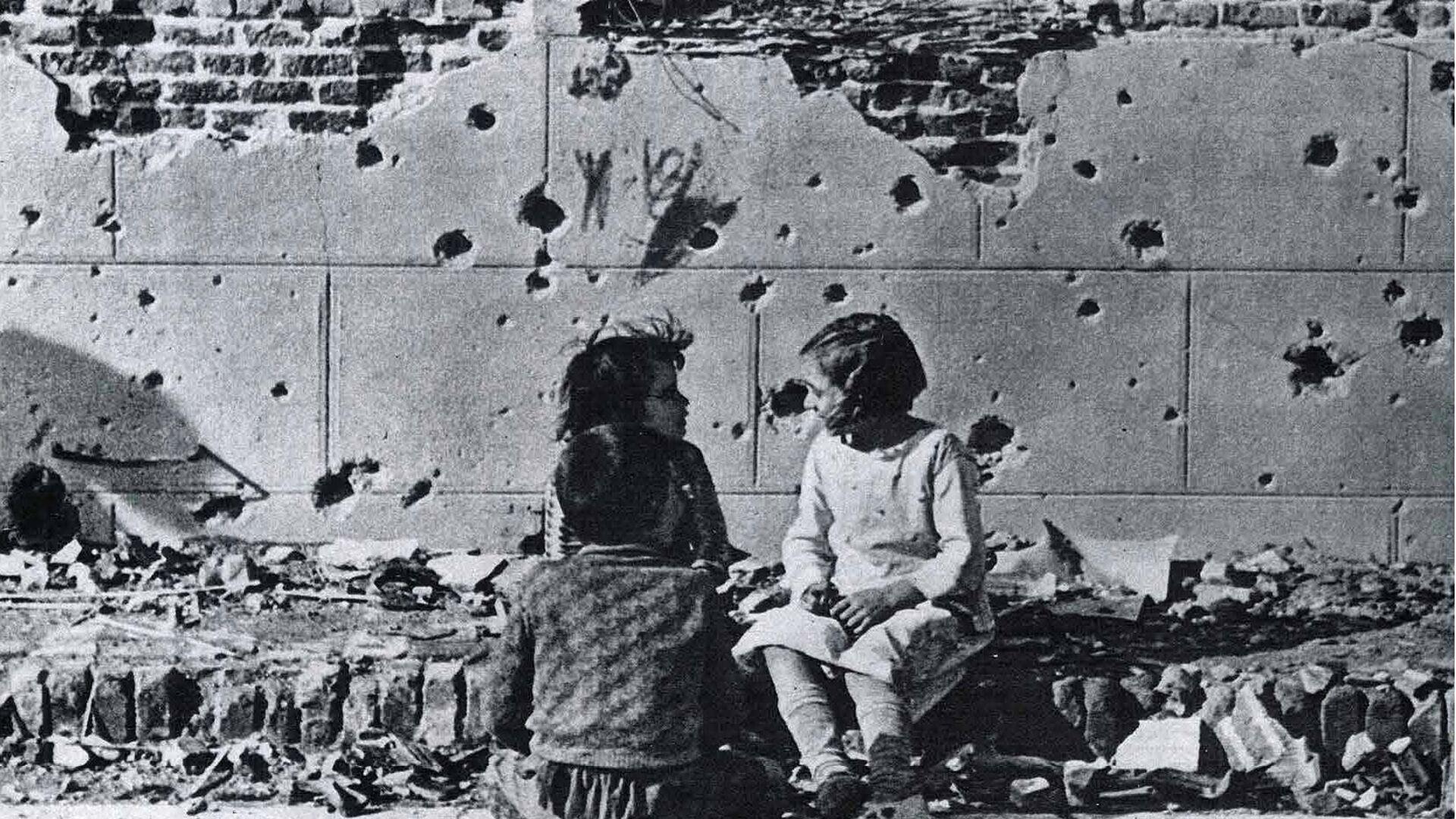Portada de un periódico alemán con la foto de Robert Capa tomada en 1936 en el barrio de Vallecas (Madrid) - Sputnik Mundo, 1920, 21.09.2021