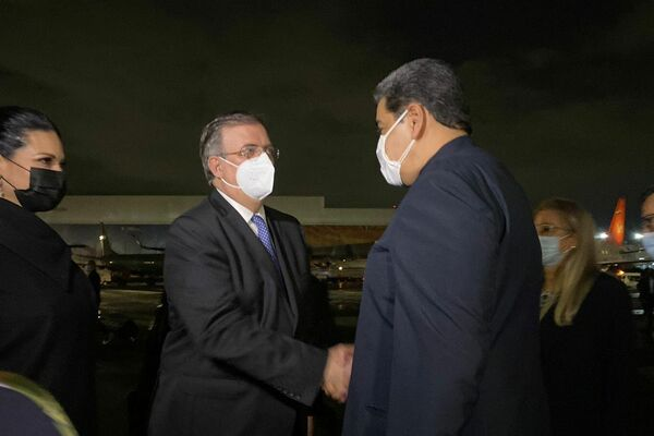 El canciller de México, Marcelo Ebrard, recibe al presidente de Venezuela, Nicolas Maduro, en Ciudad de México, México - Sputnik Mundo