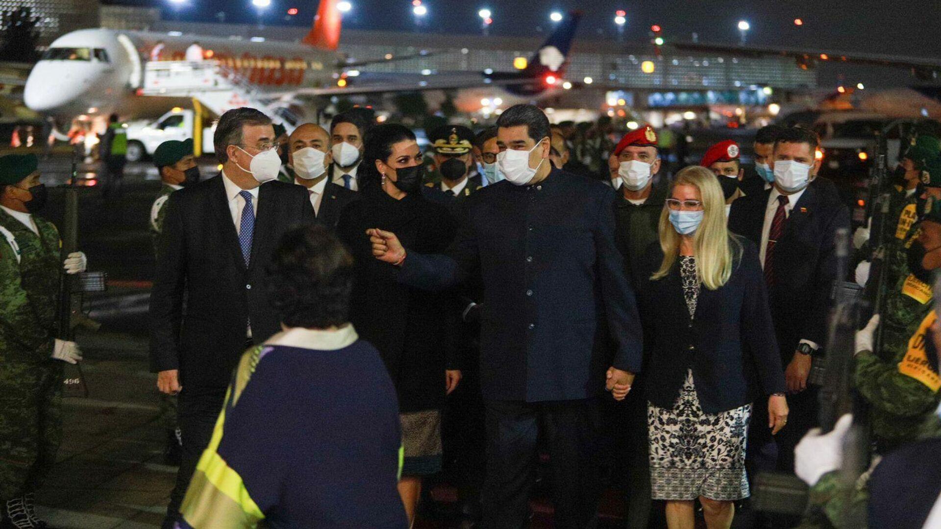El canciller de México, Marcelo Ebrard, recibe al presidente de Venezuela, Nicolas Maduro, en Ciudad de México, México - Sputnik Mundo, 1920, 18.09.2021