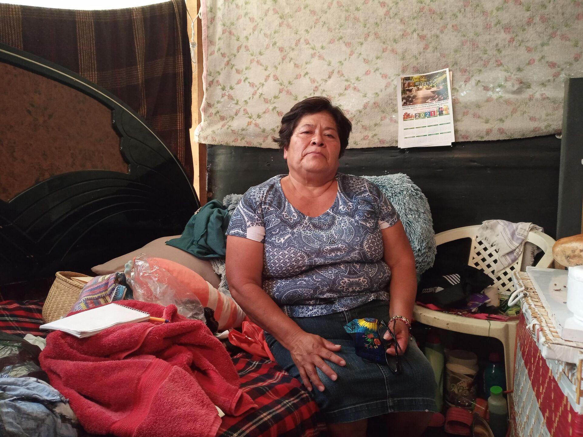 Luisa Aguirre dentro de la carpa dónde vive, donada por el Gobierno chino en 2017 - Sputnik Mundo, 1920, 19.09.2021