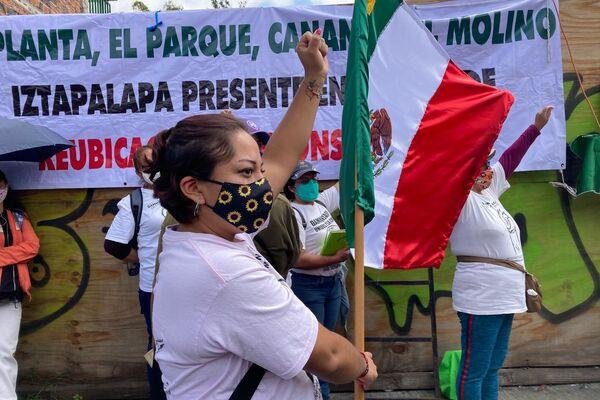 Conmemoración para las víctimas de los sismos de 2017 convocada por el Colectivo Daminificados Unidos, en los restos del derrumbe de Bolivar 168, colonia Obrera - Sputnik Mundo
