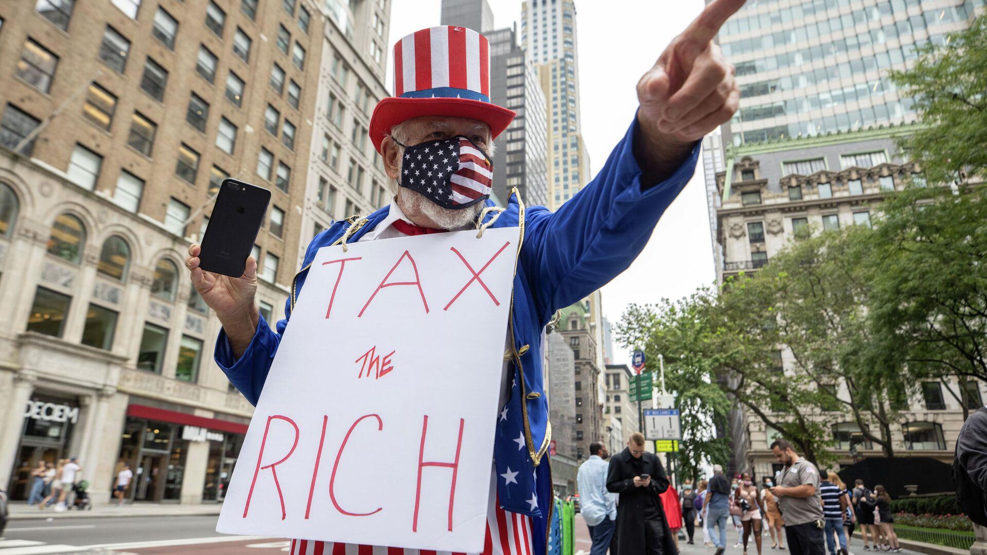 Un hombre protestando en Nueva York, EEUU - Sputnik Mundo, 1920, 20.09.2021