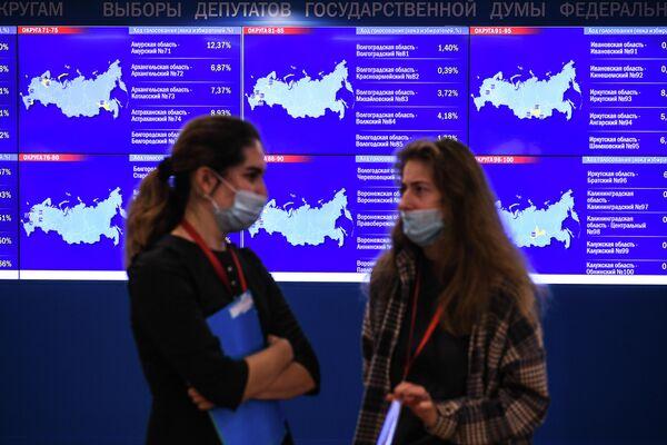 Trabajadoras del centro de informativo del Comité Electoral de Rusia. - Sputnik Mundo