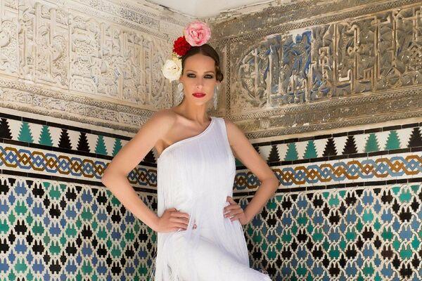 Eva González en el Alcázar de Sevilla, traje de Melisa Lozano - Sputnik Mundo