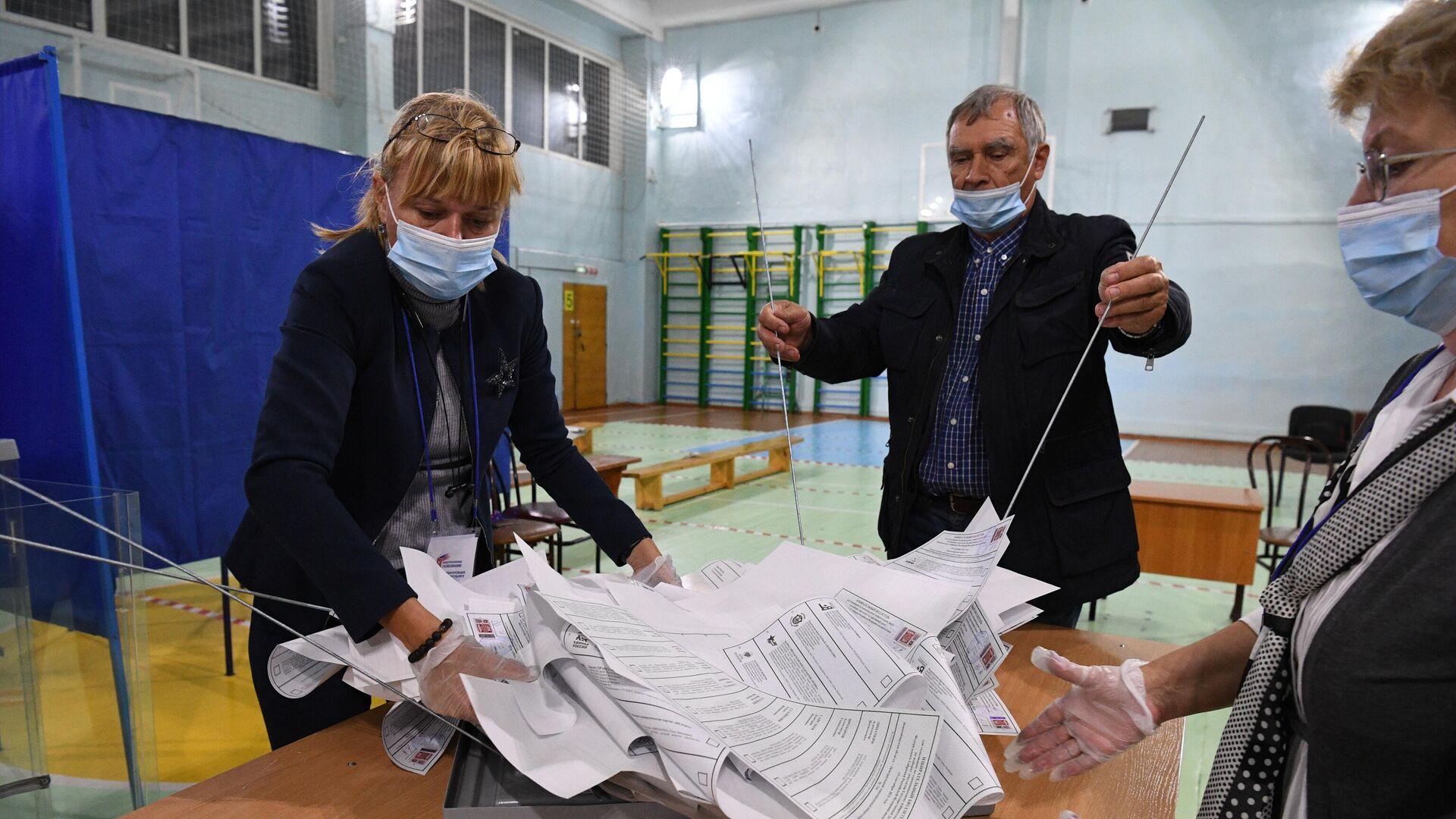 El conteo de votos en las elecciones parlamentarias en Rusia - Sputnik Mundo, 1920, 20.09.2021