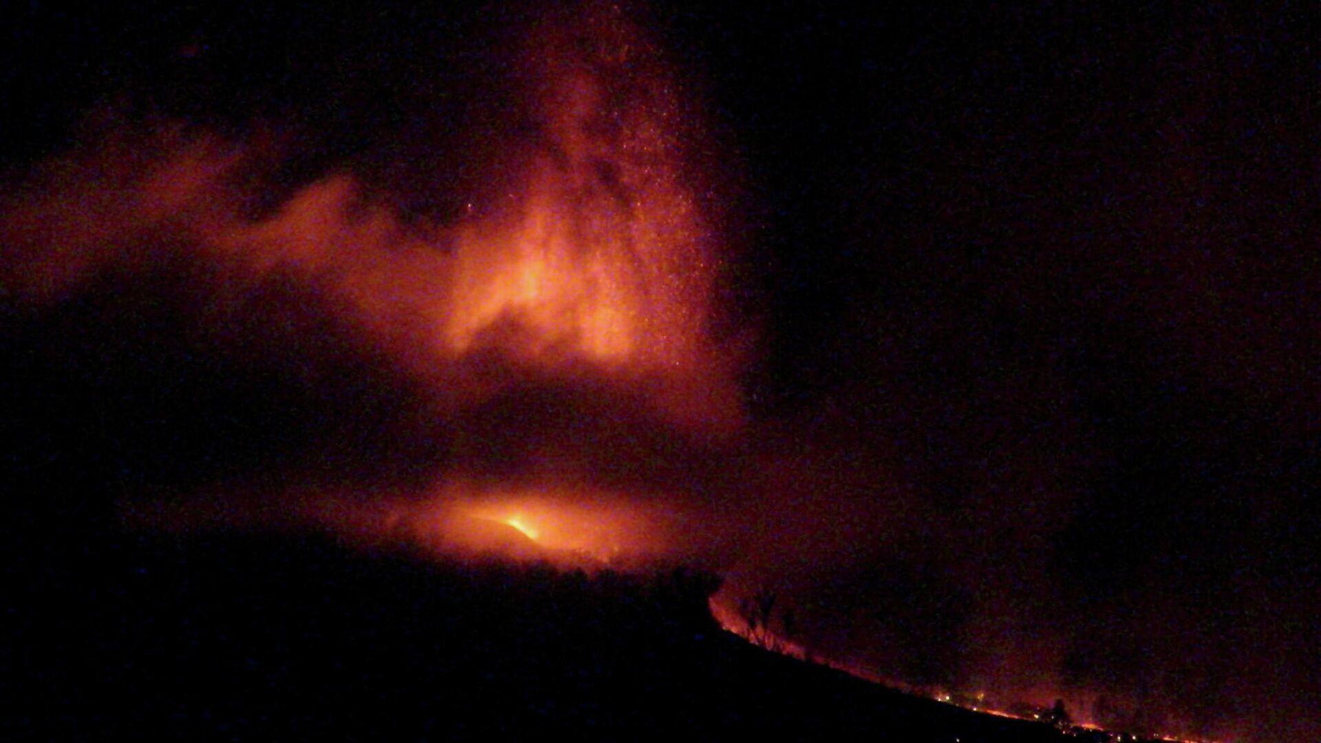La erupción del volcán en La Palma, las Islas Canarias, España, 19 de septiembre de 2021 - Sputnik Mundo, 1920, 20.09.2021