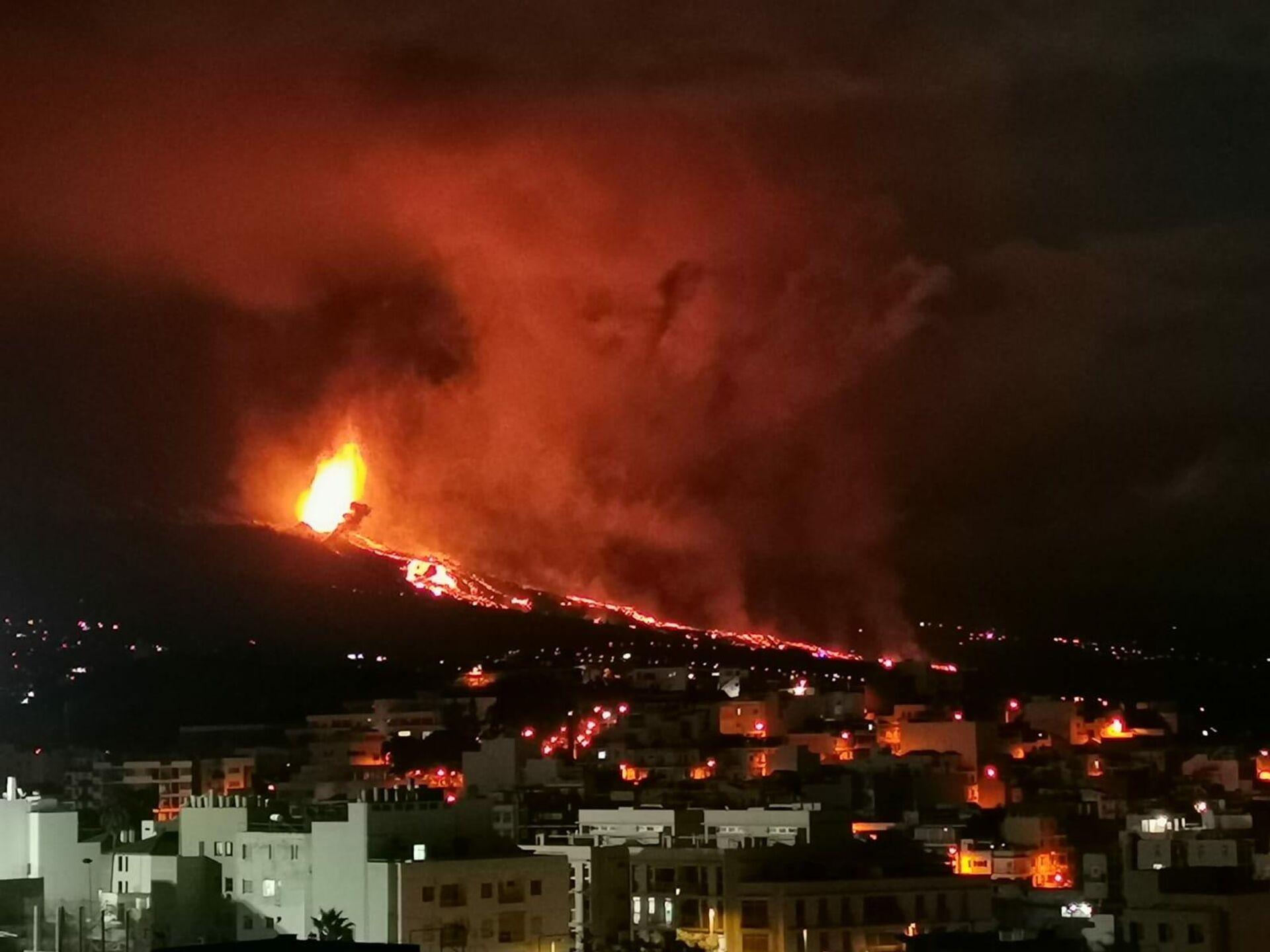 La erupción del volcán Cumbre Vieja (La Palma) tomada por un vecino - Sputnik Mundo, 1920, 20.09.2021