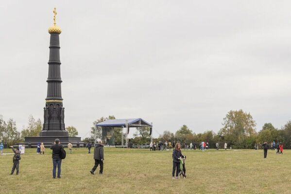 Un monumento en forma de columna dedicada a Dmitri Donskói en el campo Kulikovo en la región rusa de Tula.  - Sputnik Mundo
