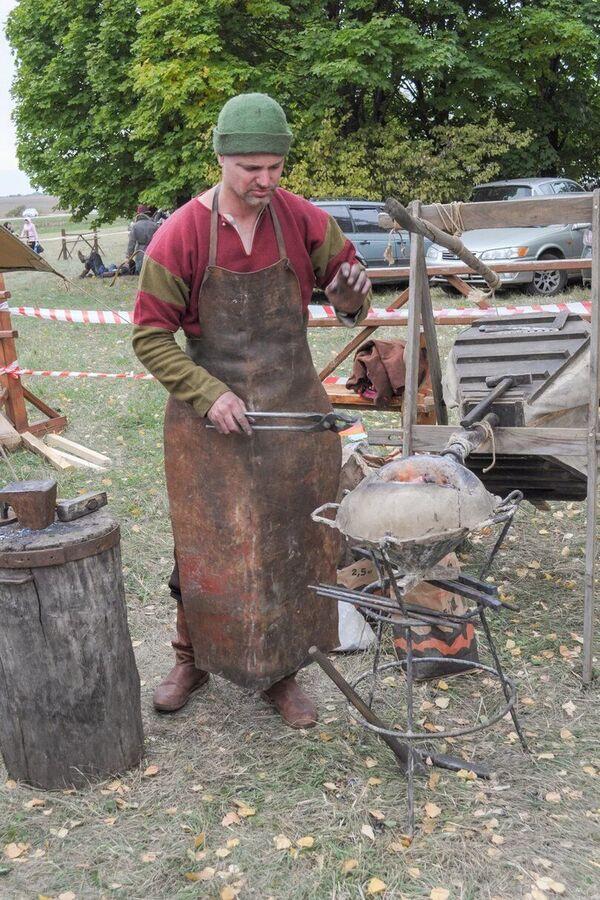 Recientemente aquí fue inaugurada una calle de artesanos de la antigua Rusia, donde fueron recreados los talleres de los siglos XIII-XIV.   - Sputnik Mundo
