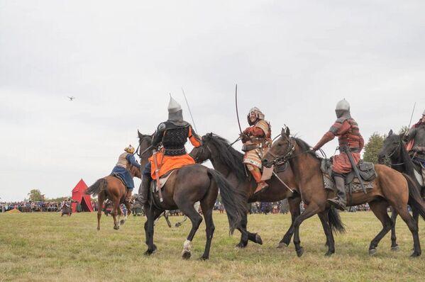 Quizás la parte más espectacular del evento fue la actuación del XXV Festival Histórico-Militar Internacional Campo de Kulikovo, que ofrecieron una reconstrucción de la batalla entre las tropas rusas bajo el mando del gran príncipe de Moscú, Dmitri, que acabó recibiendo el apodo de Donskói, y los tártaros-mongoles liderados por el Kan Mamái.  - Sputnik Mundo