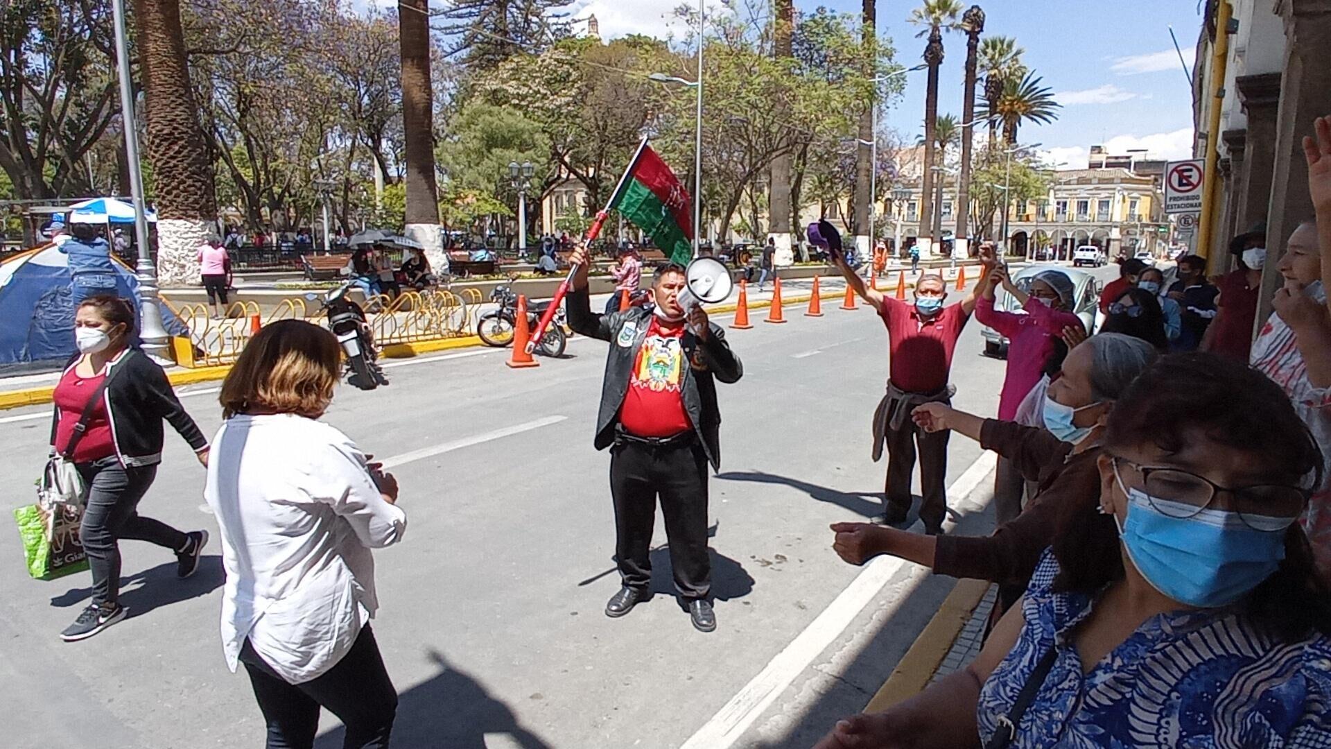 Vigilia frente a la Alcaldía de Cochabamba en defensa de la gestión del alcalde, Manfred Reyes Villa - Sputnik Mundo, 1920, 21.09.2021