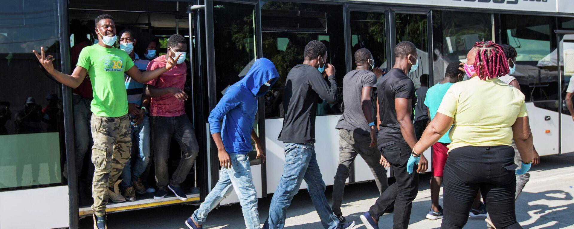 Migrantes haitianos a su llegada a Puerto Príncipe, Haití - Sputnik Mundo, 1920, 24.09.2021