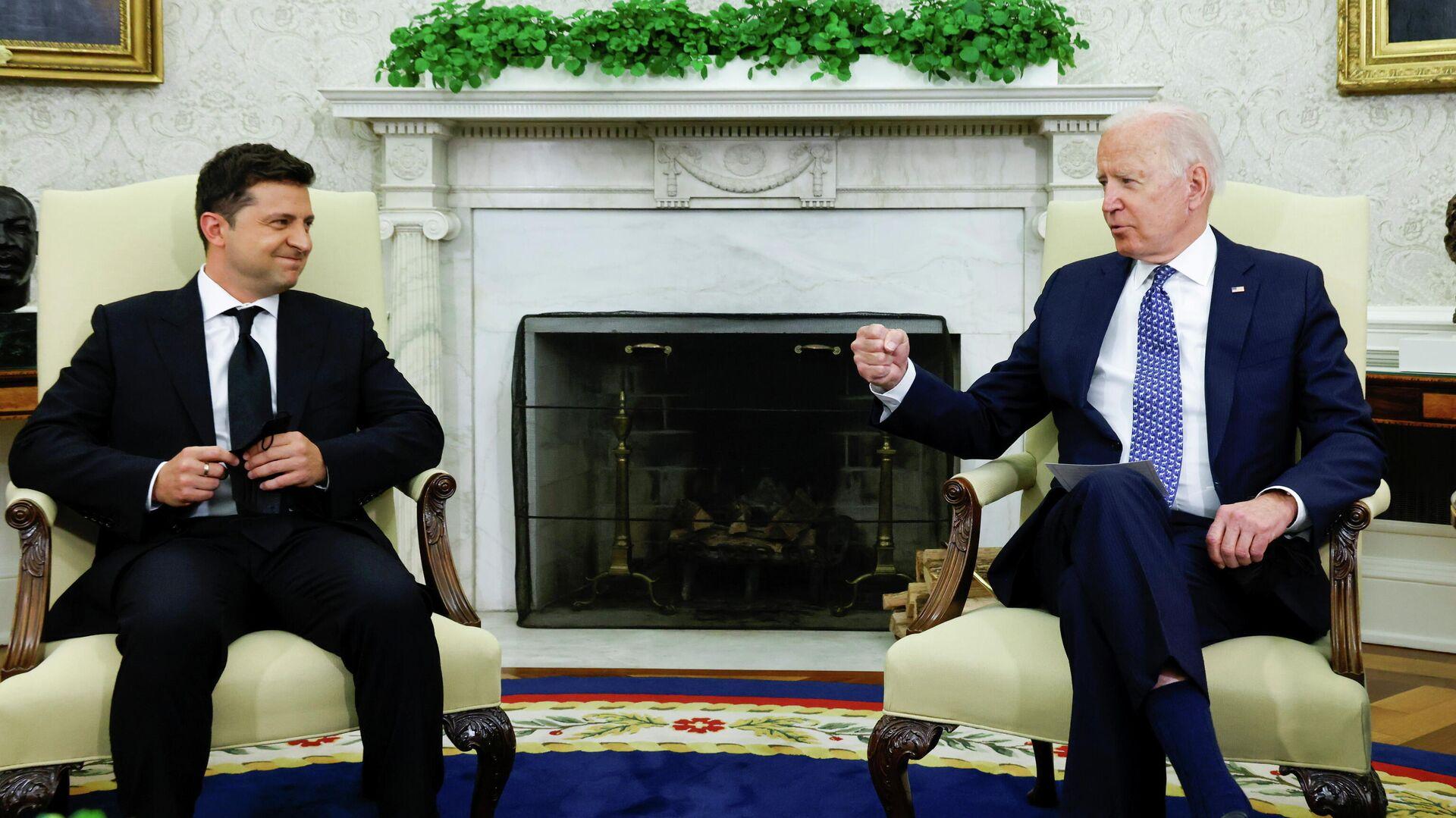 El presidente ucraniano, Volodímir Zelenski, y el presidente de EEUU, Joe Biden - Sputnik Mundo, 1920, 21.09.2021