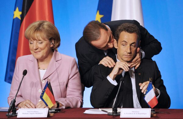 El 16 de enero del 2021, en el congreso de la CDU, se eligió un nuevo líder del partido, Armin Laschet, de 59 años.En la foto: la canciller alemana Angela Merkel, el presidente francés Nicolas Sarkozy y el primer ministro italiano Silvio Berlusconi durante una reunión de trabajo en París (Francia), en el 2008. - Sputnik Mundo