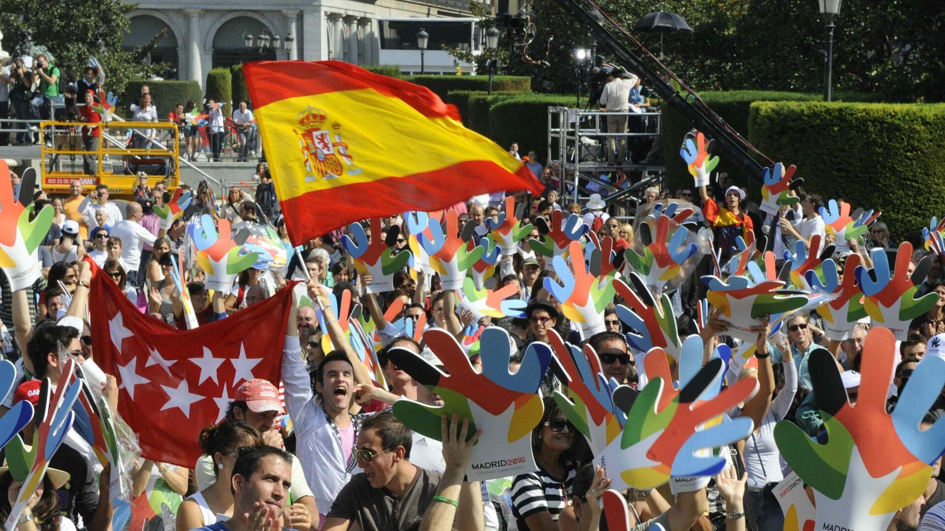 Madrileños apoyando la candidatura de su ciudad para acoger los Juegos Olímpicos de 2016 - Sputnik Mundo, 1920, 22.09.2021