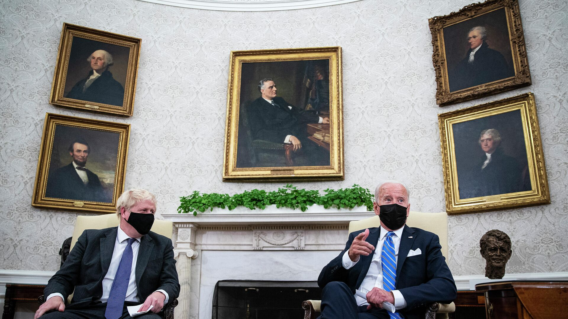 Reunión entre el presidente de Estados Unidos, Joe Biden, y el primer ministro de Reino Unido, Boris Johnson - Sputnik Mundo, 1920, 22.09.2021