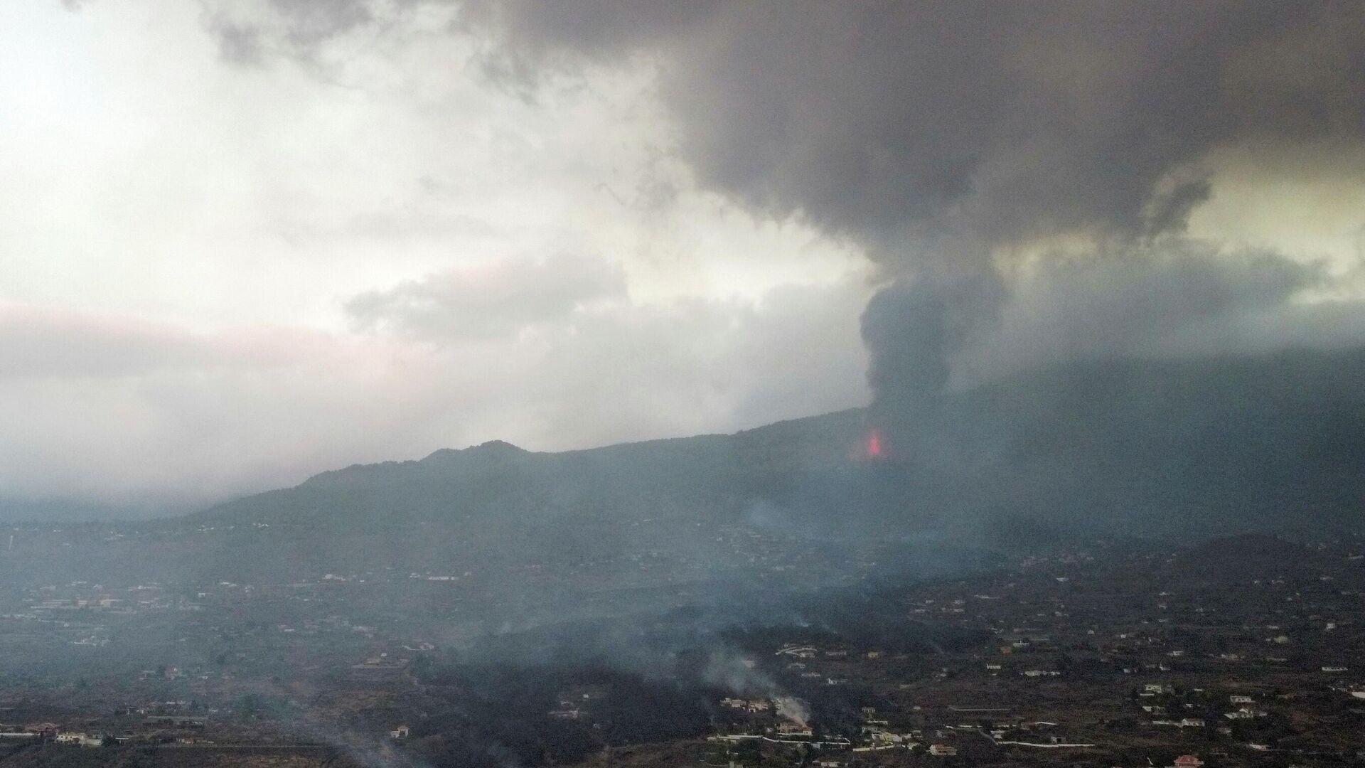 Erupción del volcán en la isla española de La Palma, archipiélago de Canarias - Sputnik Mundo, 1920, 23.09.2021