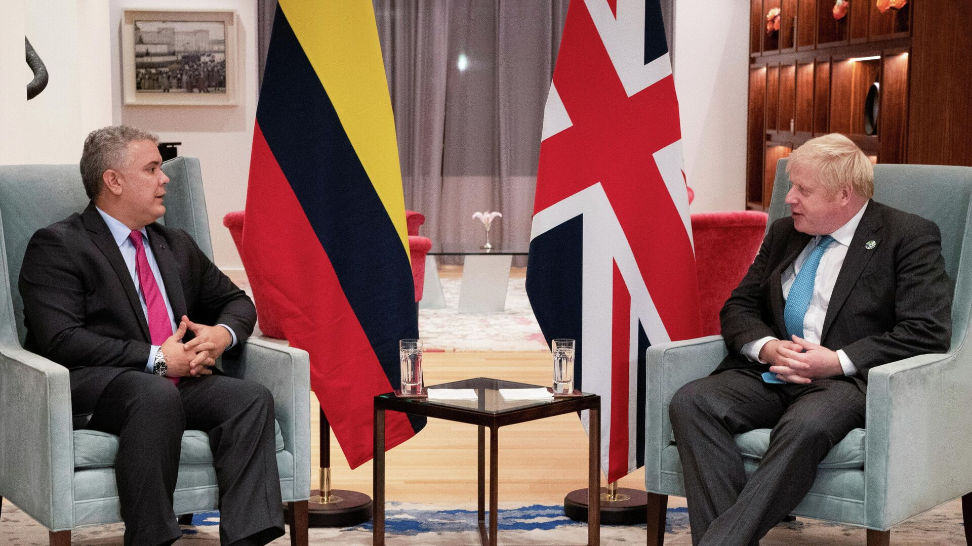 El presidente de Colombia, Iván Duque con el primer ministro de Reino Unido, Boris Johnson - Sputnik Mundo, 1920, 23.09.2021