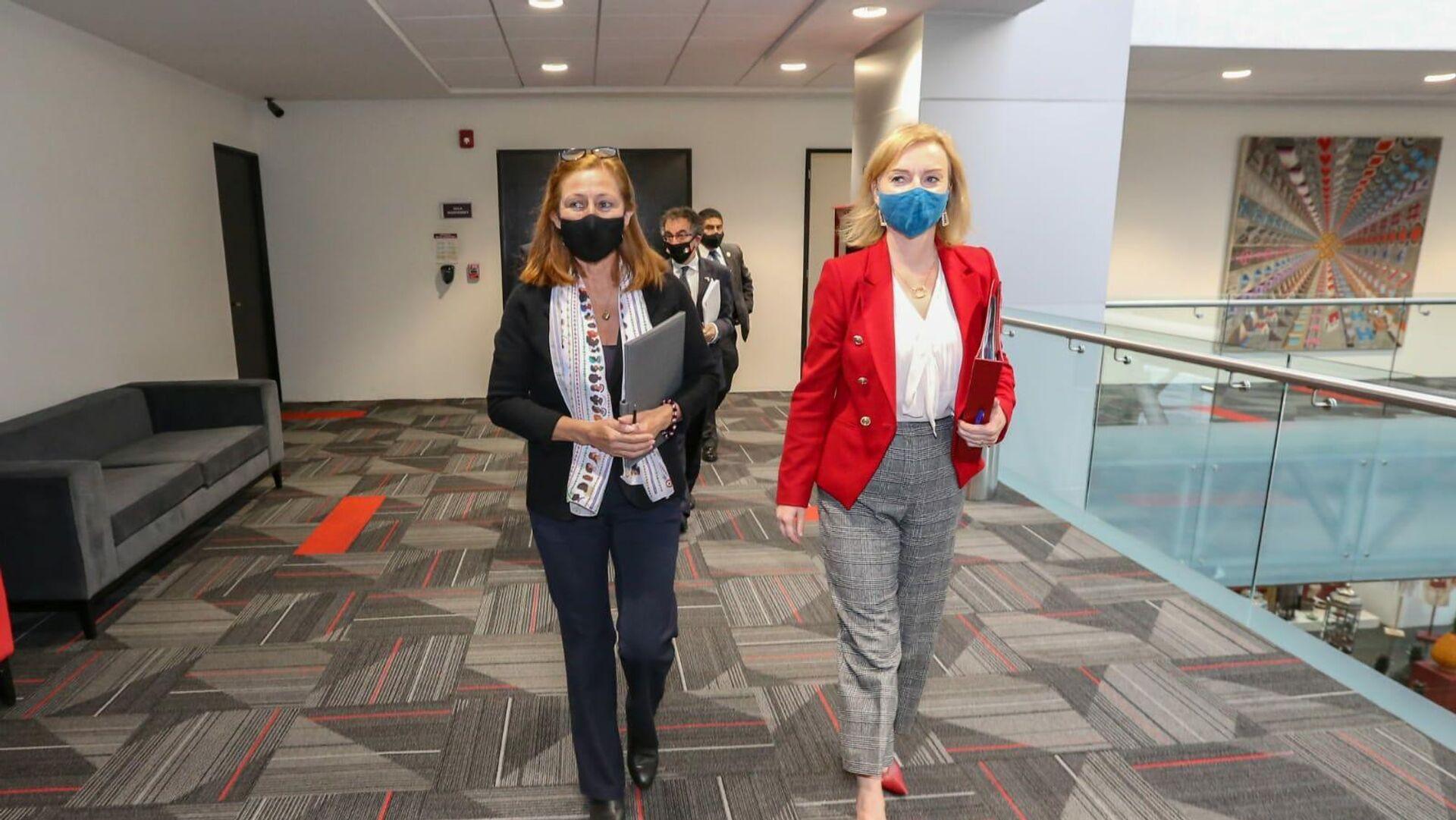 Tatiana Clouthier y Liz Truss, funcionarias de México y Reino Unido, respectivamente - Sputnik Mundo, 1920, 23.09.2021