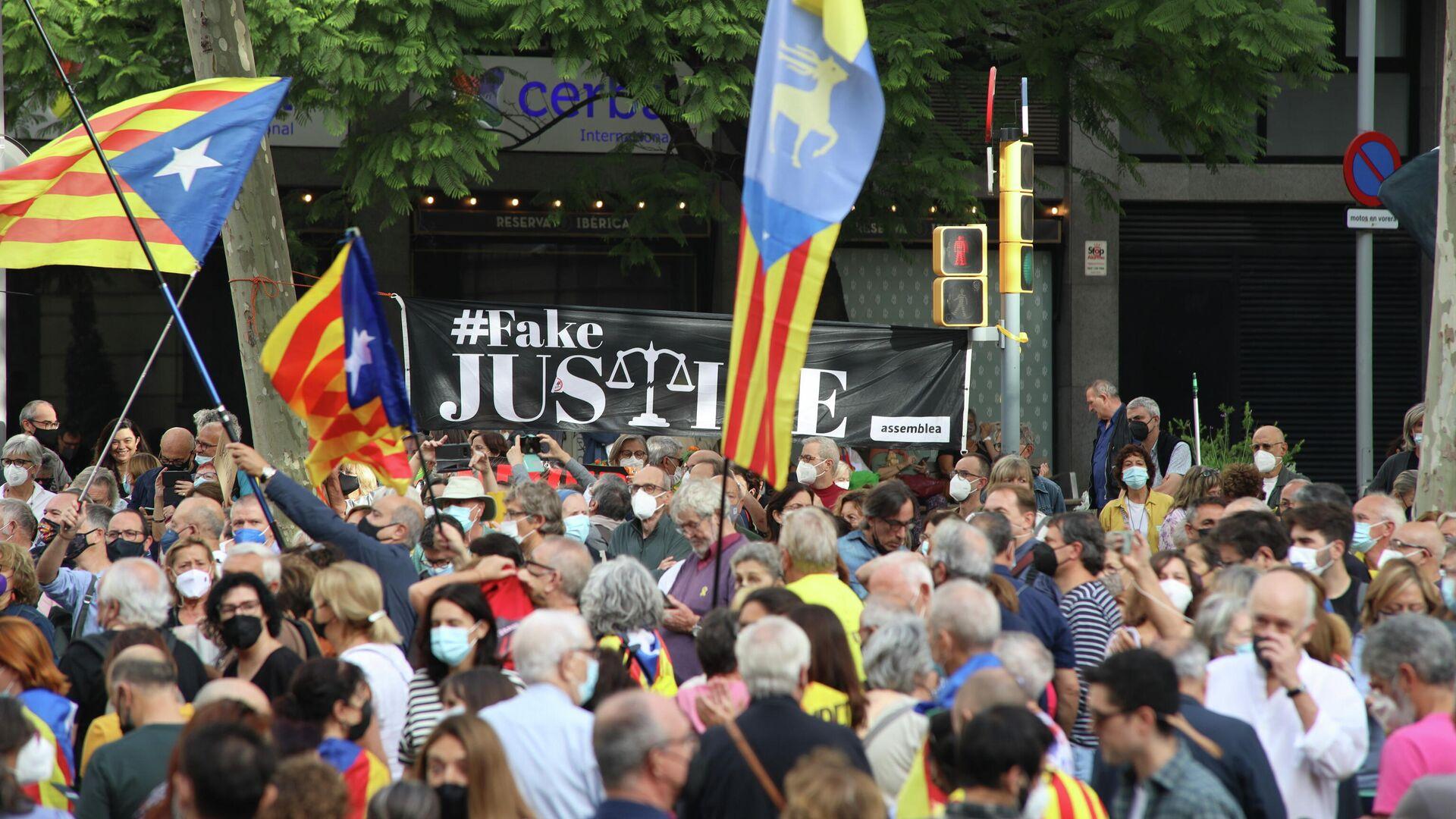 Concentración en Barcelona contra la detención de Carles Puigdemont en Cerdeña - Sputnik Mundo, 1920, 24.09.2021