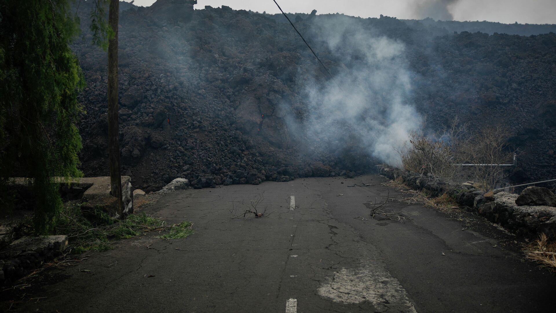 La lava del volcán de La Palma llega al núcleo urbano de Todoque - Sputnik Mundo, 1920, 05.10.2021