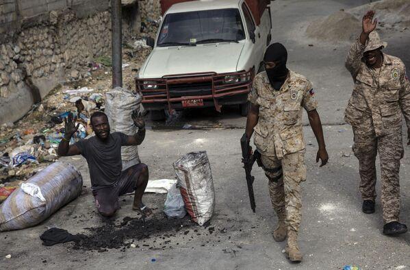 La Policía haitiana patrulla las calles del centro de Puerto Príncipe. - Sputnik Mundo
