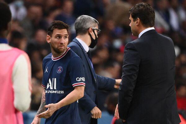 Lionel Messi abandona el terreno de juego durante el partido entre el París Saint-Germain y el Olympique Lyonnais en el estadio Parque de los Príncipes de París. - Sputnik Mundo