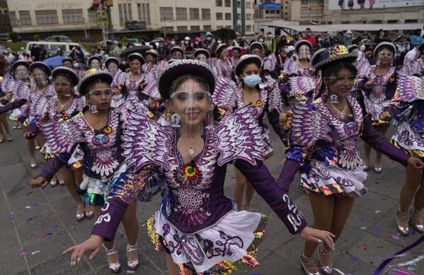 Así se llevó a cabo El caporalazo. Una masiva concentración de bolivianos asistió a la convocatoria para reivindicar el caporal como danza de Bolivia. - Sputnik Mundo