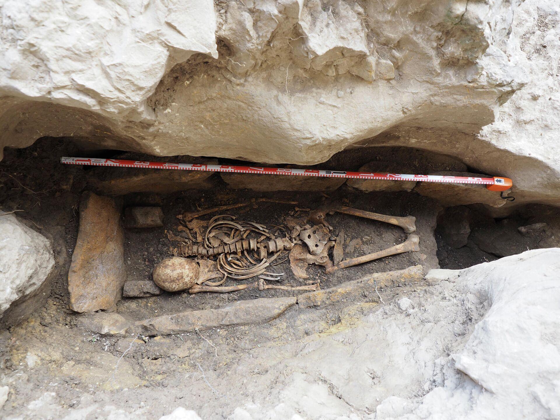 El esqueleto hallado cerca de la ermita de San Tirso y San Bernabé (Burgos) - Sputnik Mundo, 1920, 24.09.2021