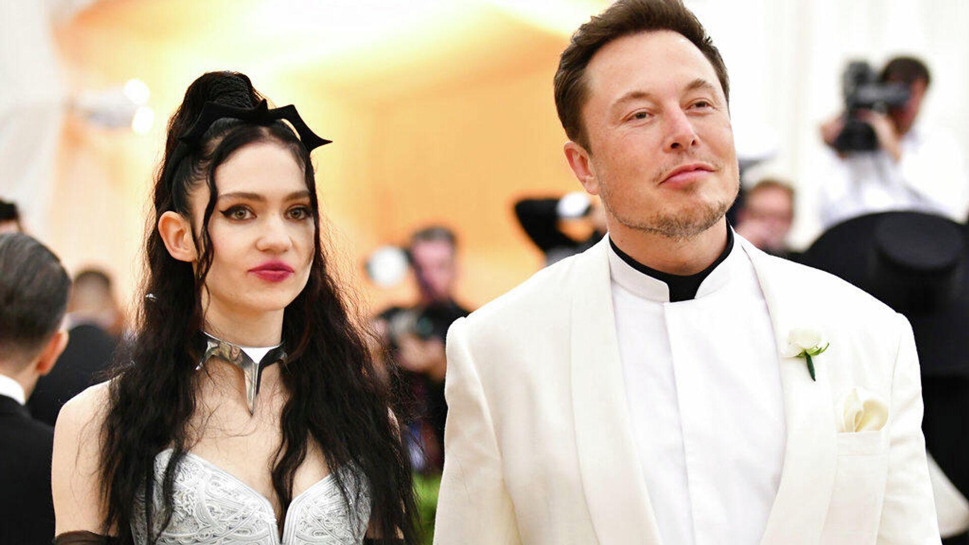 Grimes, cantante canadiense, y Elon Musk, fundador de Tesla y SpaceX - Sputnik Mundo, 1920, 24.09.2021